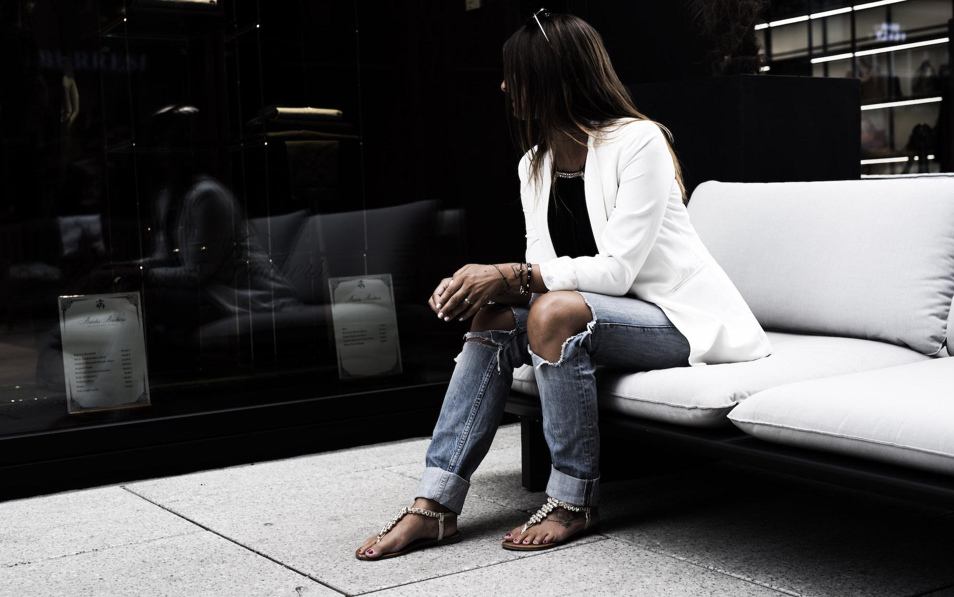 Frankfurt-am-Main-Jeans-weißer-Blazer